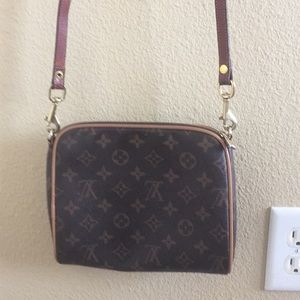 Louis Vuitton cross body purse pouch